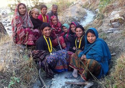 women-on-trail-in-nepal